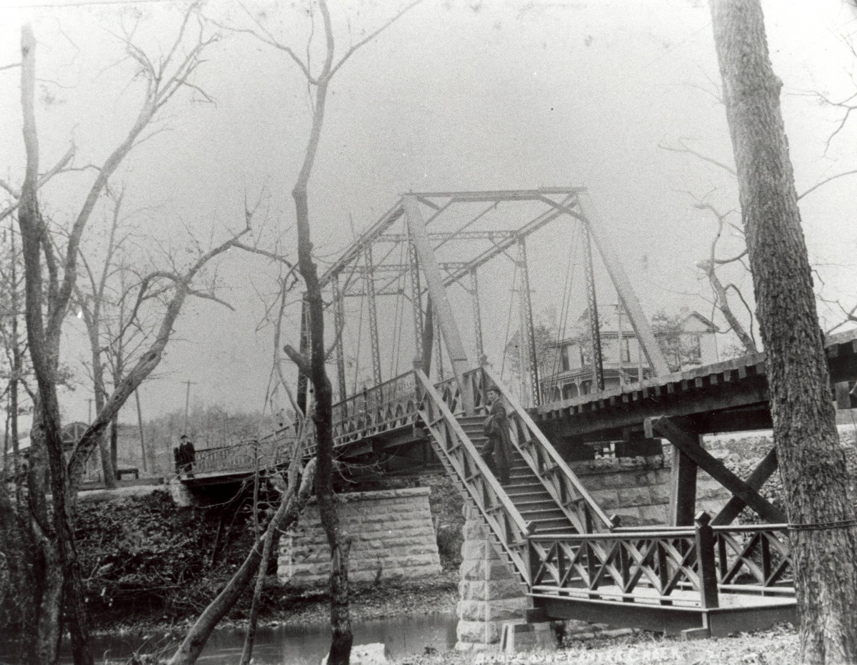 Bridge_at_Lakeside_Park_between_Carthage_and_Carterville_Missouri