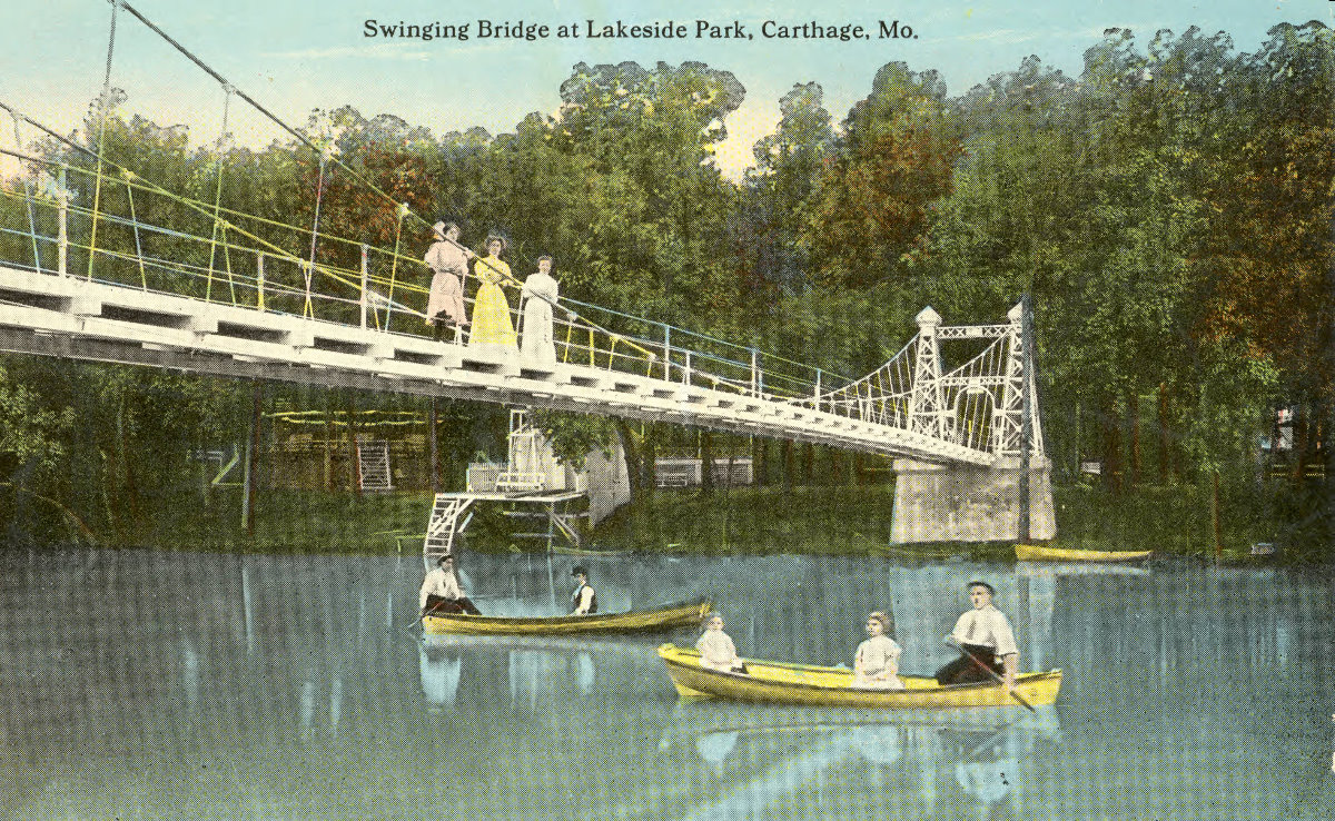 Lakeside_Park_swinging_bridge_02