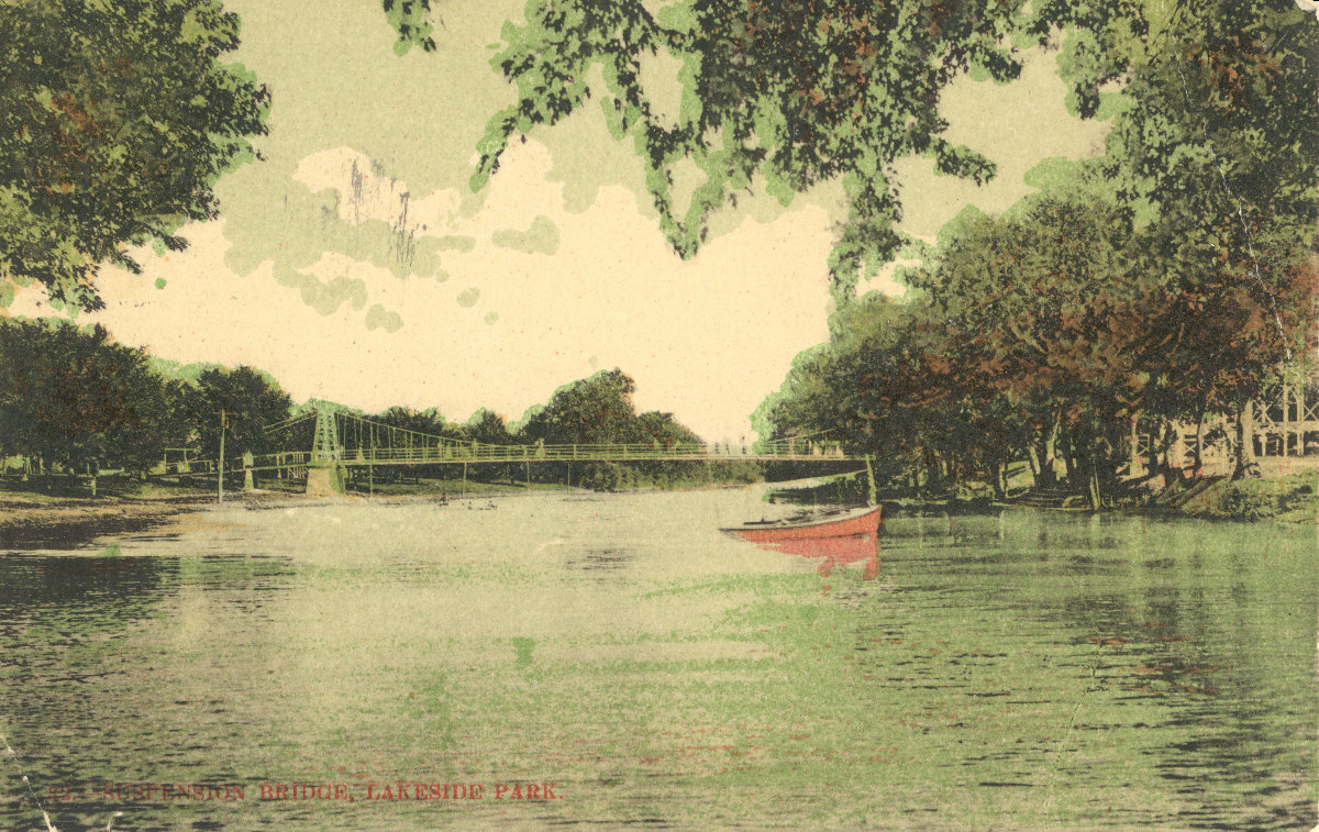 Lakeside_Park_swinging_bridge_03